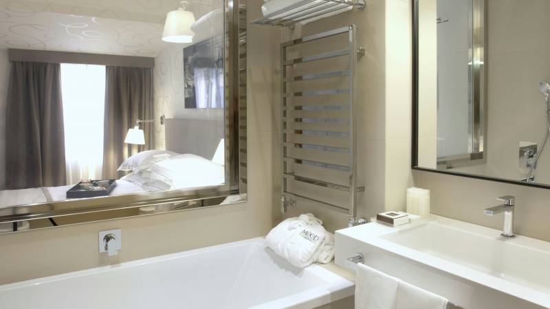 hotel-mood44-rome-exclusive-suite-bathroom-trevi-1